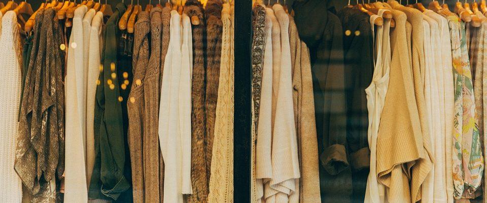 Darujte staré oblečení a pomozte lidem bez domova