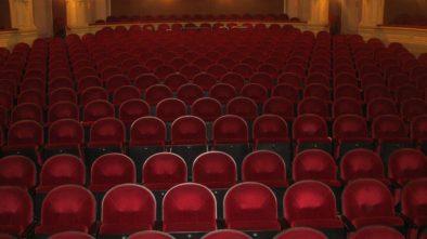 Noc bláznů se koná v brněnském Mahenově divadle