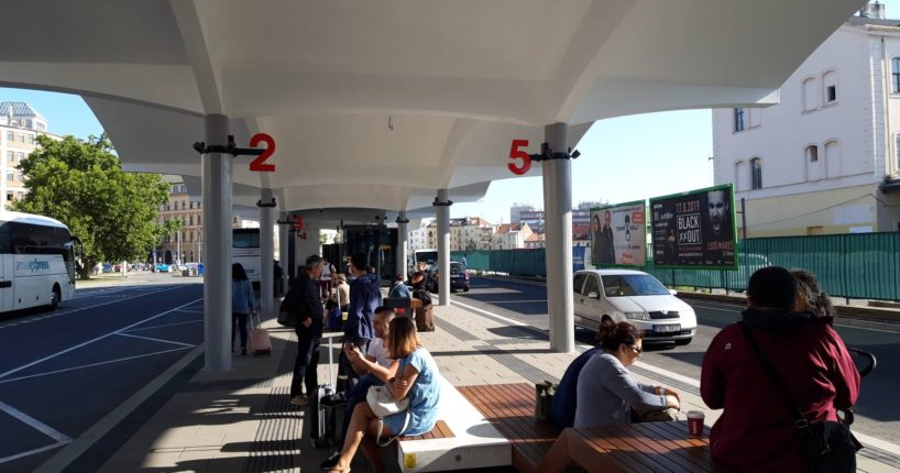 Autobusové nádraží u Grandu